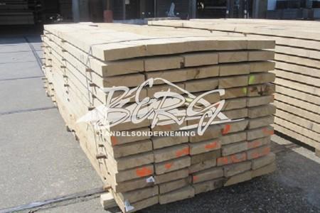 Eiken palen, planken en balken uit voorraad leverbaar
